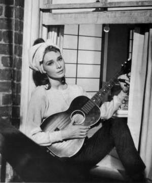 Audrey-hepburn-tiffanys_moonriver