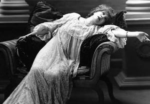 Fw_fainting-victorian-lady1